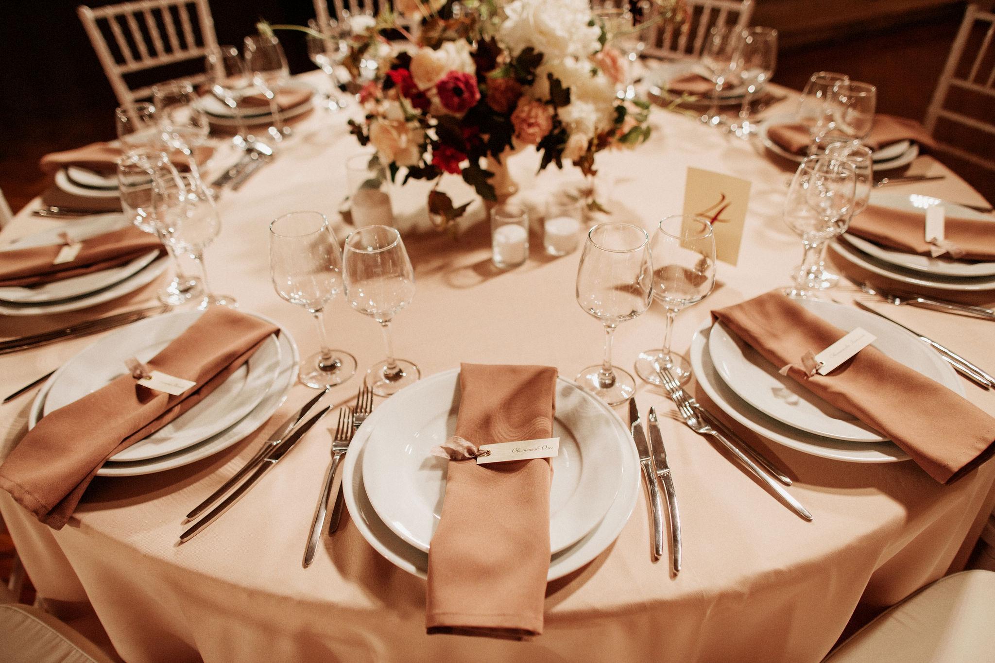 Оформление гостевых столов на свадьбу
