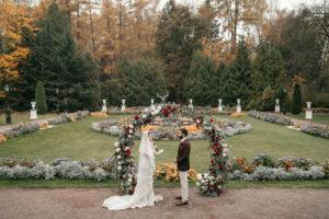image 246 Первая встреча жениха и невесты в свадебный день.